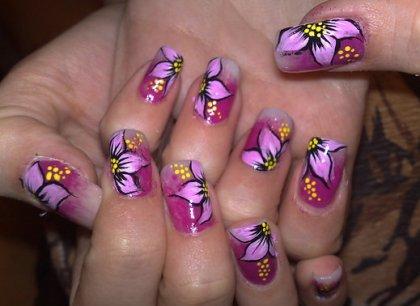 طراحی روی ناخن